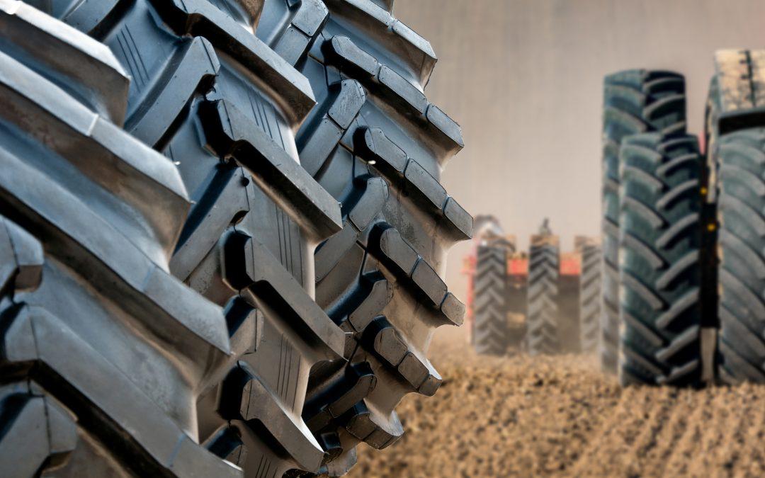 Conheça as diferenças de pneu de trator conforme o terreno
