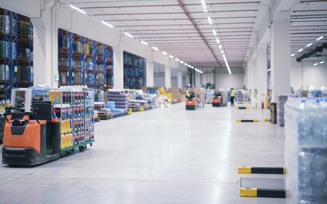 Entenda como funciona a locação de empilhadeiras e equipamentos pesados